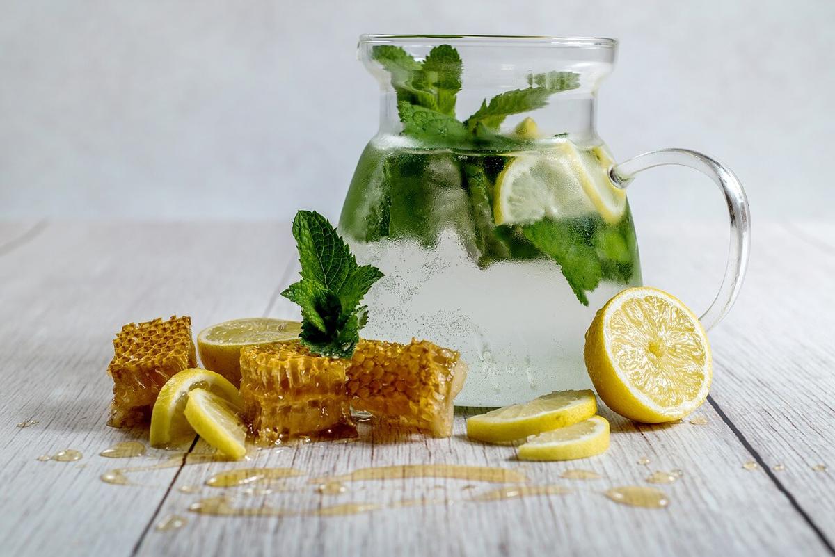 пчелен мед и лимон