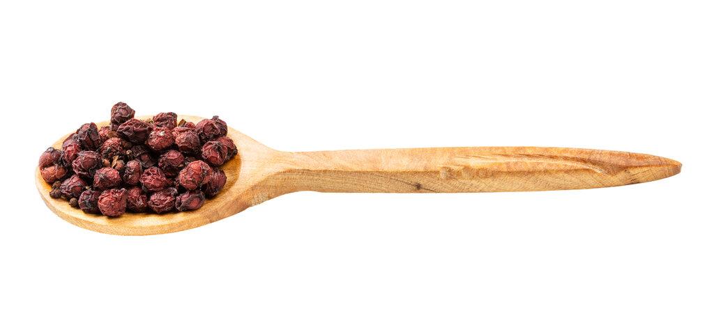 Лъжица със сушени плодове шизандра