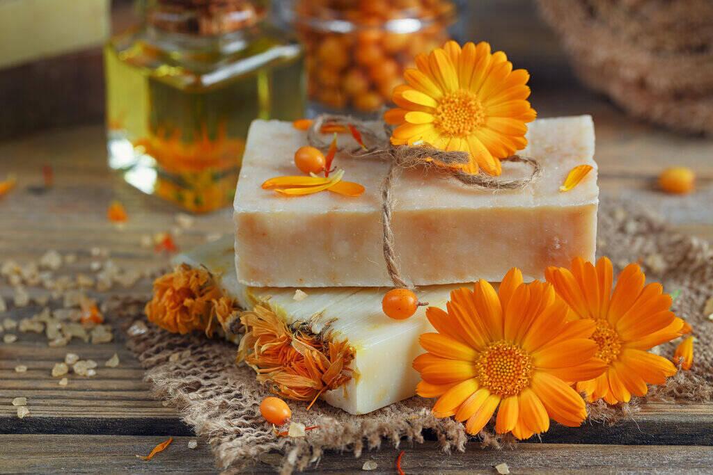 Домашен сапун с Невен